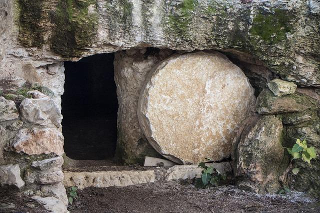 Jézus feltámadt, a sír üres